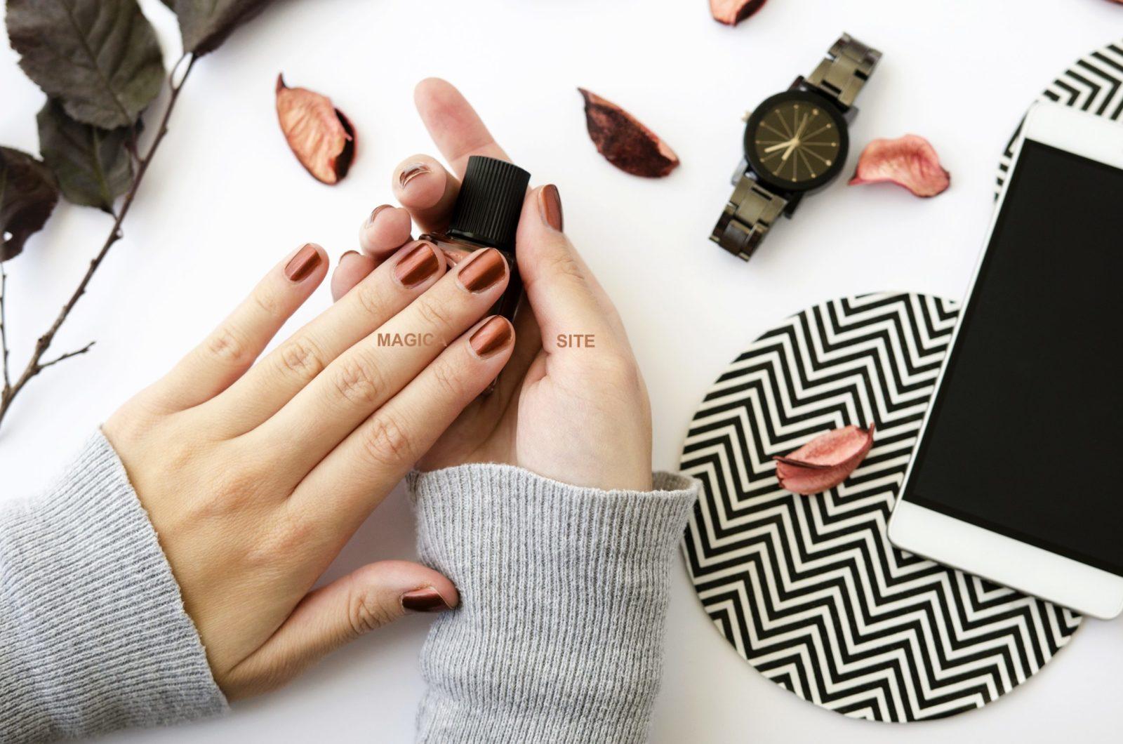 осенний маникюр, бронзовые ногти, металлический маникюр, металлик, шоколадный маникюр, дизайн ногтей, маникюр 2020, голубой свитер