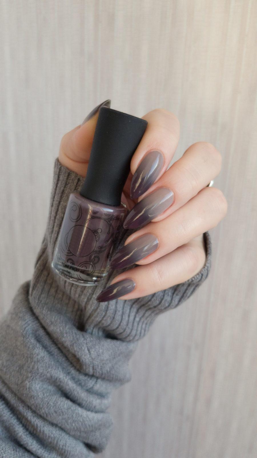 маникюр градиент, серый маникюр, острые ногти, длинные ногти