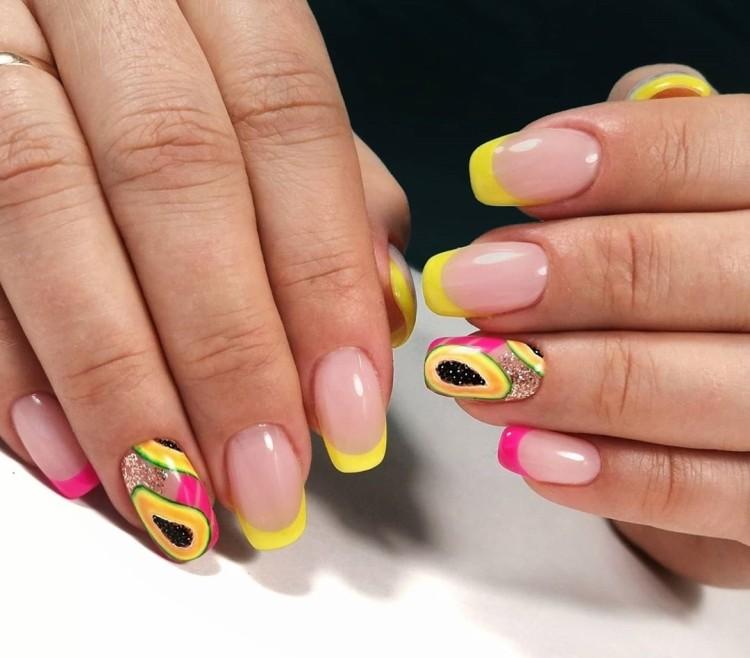 Розово-желтый френч маникюр с папайей