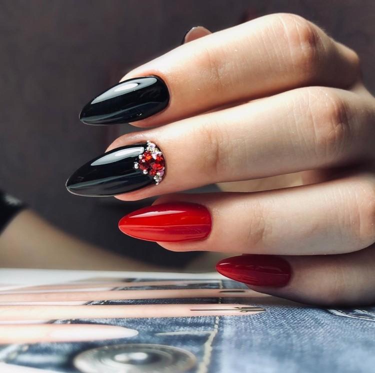 Красно-черный маникюр с дизайном