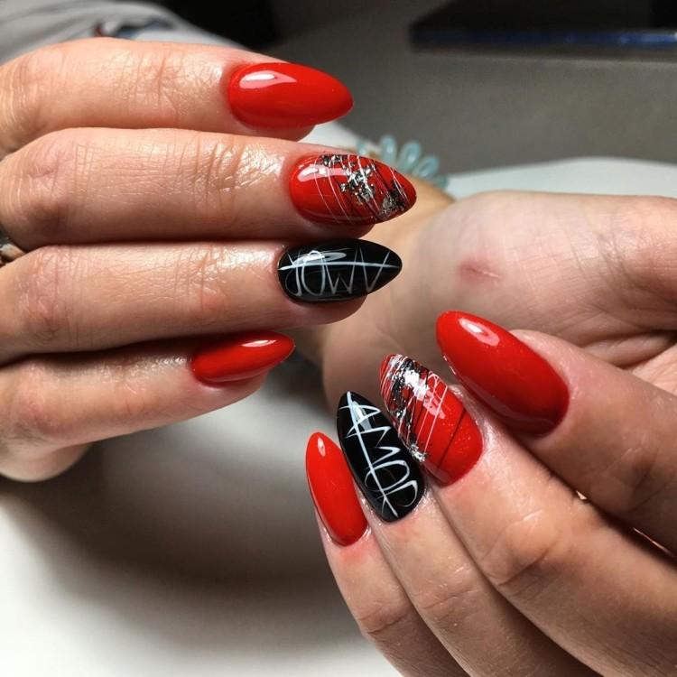 Красный маникюр с полосками