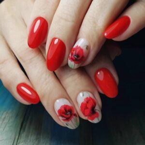 Маникюр с красными цветами фото