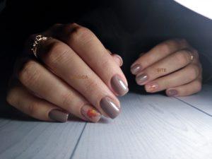 осенний маникюр, ногтевой дизайн, бежевые ногти, телесный маникюр, нюдовый маникюр, кленовые листья, рисунок на ногтях, листья на ногтях, комбинированный маникюр, короткие ногти