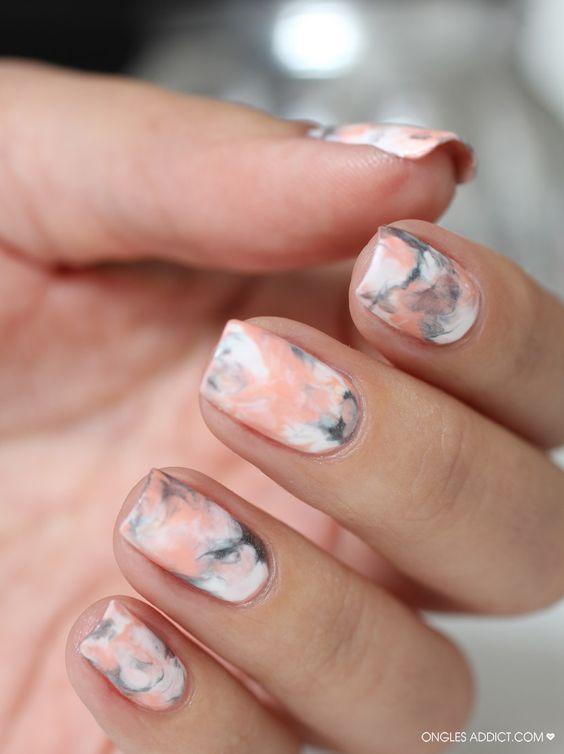 мраморные ногти, мраморный маникюр, мрамор на ногтях, абстрактный рисунок на ногтях, самый модный маникюр, модный маникюр 2021, стильный маникюр