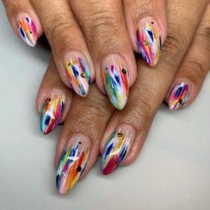 абстрактный маникюр, цветной маникюр, радужный маникюр, разноцветные ногти, модный дизайн ногтей 2021