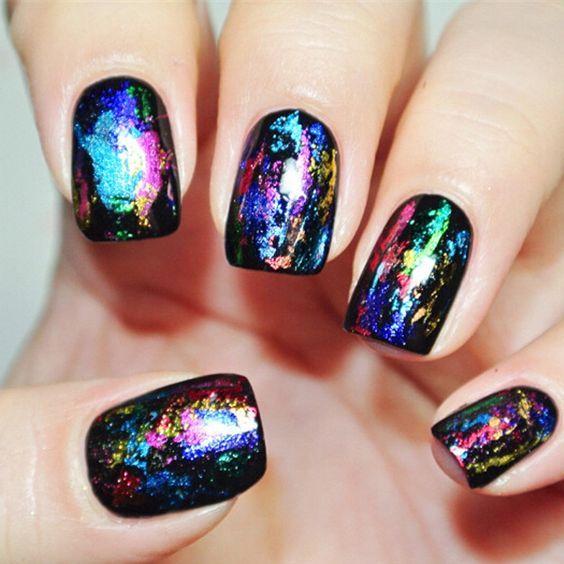 фольга на ногтях, маникюр с фольгой, маникюр битое стекло, модный маникюр 2021, стильные ногти