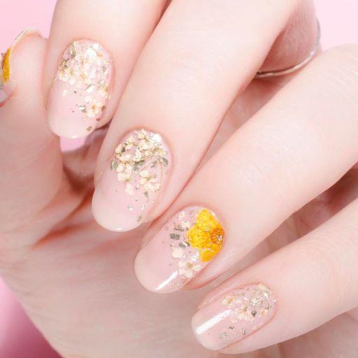 цветочный маникюр, цветы на ногтях, картинки на ногтях, рисунки на ногтях, жёлтые цветы на ногтях, модный маникюр, идеи маникюр, маникюр 2021