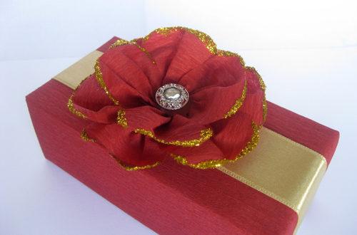 подарочная коробка, упаковка подарка, бант для подарка, своими руками, handmaid, красный цветок, украшение подарка, оформить подарок, упаковочная бумага